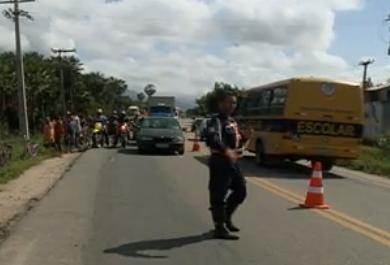 Vídeo mostra motorista bêbado atropelando grávida e três crianças