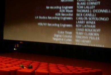 Cinema com tecnologia 4D recebe um grupo de cegos