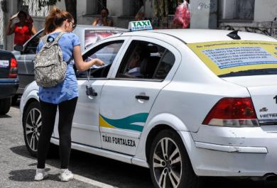 Estudantes criam campanha de multa moral para motoristas infratores
