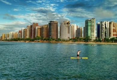 Expectativa para grande número de turistas no feriado anima comerciantes da Praia do Futuro