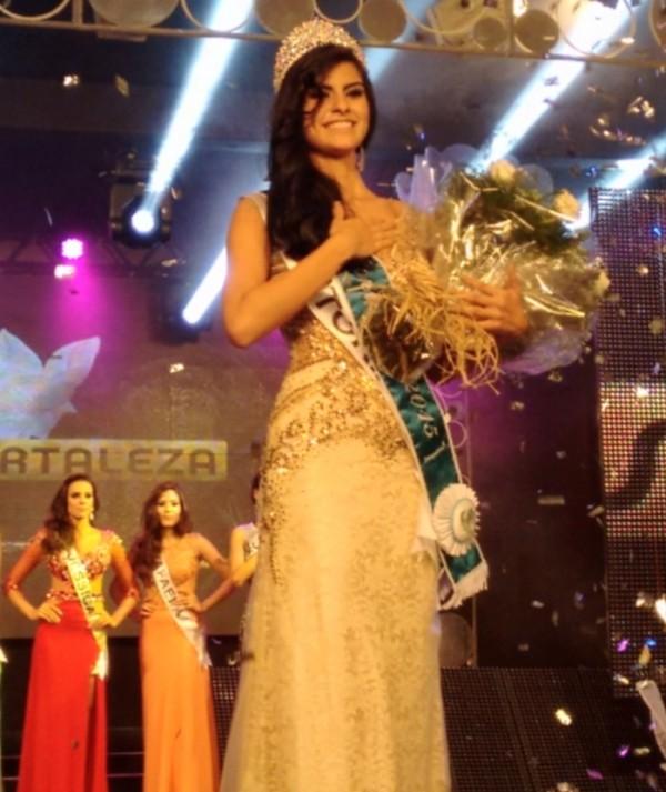 Vitória Araújo é eleita a mulher mais bonita da capital