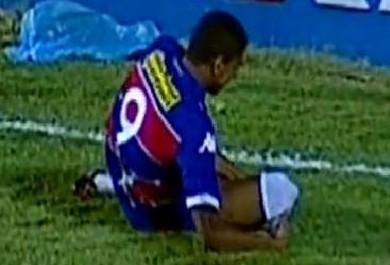 Atacante do Fortaleza rompe o ligamento do joelho e só volta em 2016