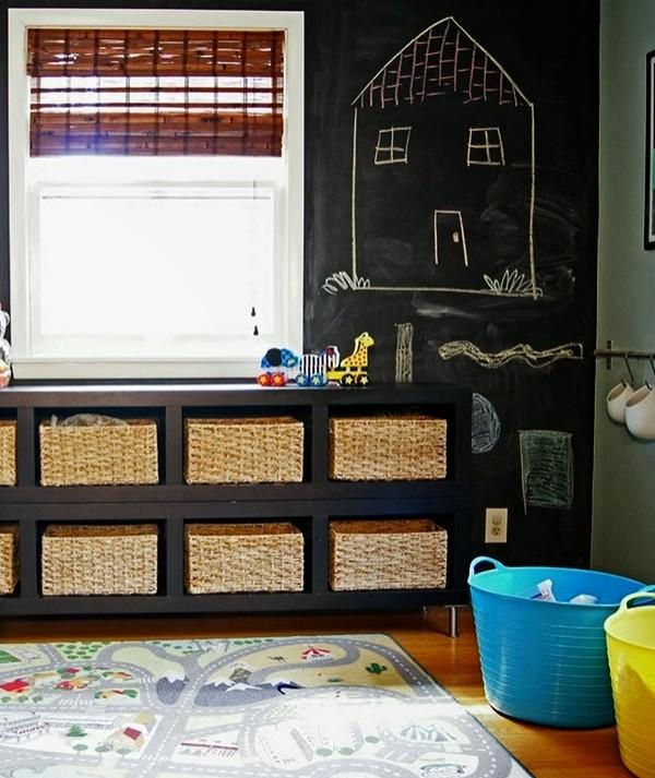 Transforme a parede de casa em lousa para entreter as crianças nas férias