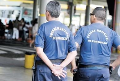 Servidores da Guarda Municipal aguardam fardamentos desde 2011