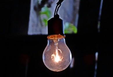Existem duas maneiras básicas de reduzir o consumo de energia e o valor da sua conta
