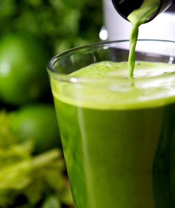 Confira 5 receitas de sucos detox para ajudar a reduzir o inchaço