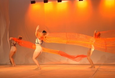 Novo espetáculo da Edisca traz referências étnicas ancestrais em coreografias entrelaçadas