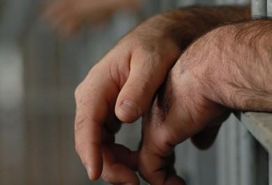 Defensoria Pública investiga estupro sofrido por transexual em cela masculina de presídio