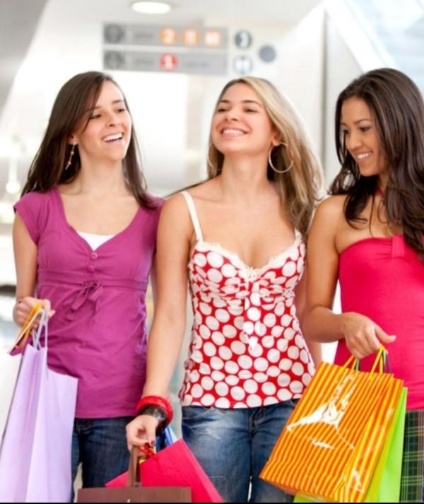 Aprenda a fazer a compra perfeita ao economizar sem sair da moda