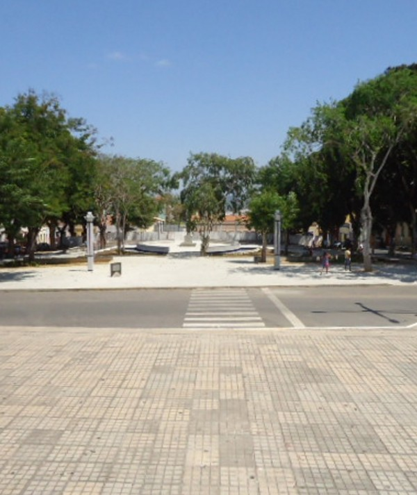 Praças de Viçosa do Ceará estão em obras já há mais de um ano