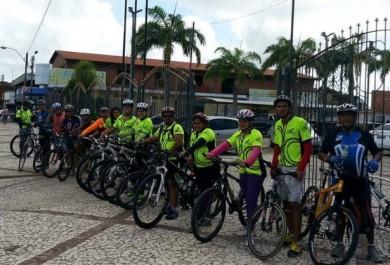 Grupo pega estrada de bicicleta e faz trajeto de 125 km por cidades do Ceará