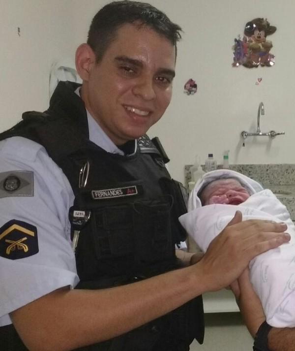 Policiais militares realizam parto dentro de viatura em Fortaleza