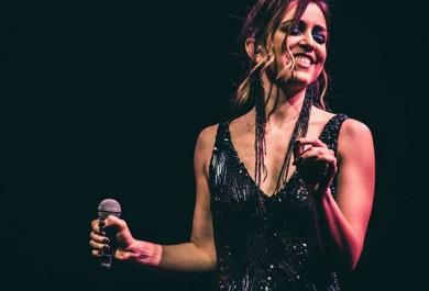 Roberta Sá apresenta show em Fortaleza