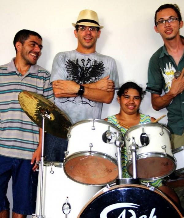 Meninos da APAE formam banda com repertório de ícones do rock n'roll