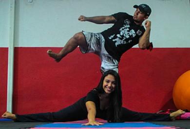 Luvas X sapatilhas: lutador e bailarina comemoram uma década de parceria