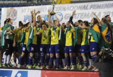 Cearense brilha novamente, e seleção conquista hexa mundial de futsal feminino