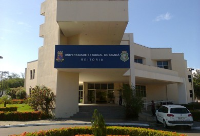 Uece abre 28 vagas para curso de mestrado profissional