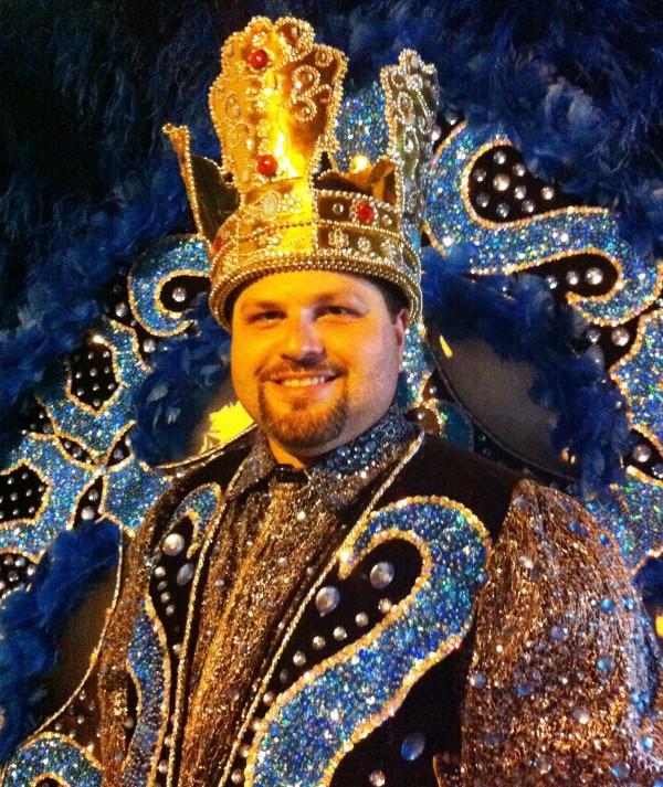 Rei de Maracatu, editor do Barra Pesada desfila todos os anos na Domingos Olímpio
