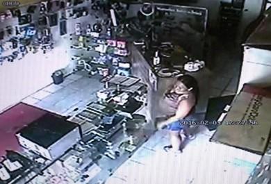 Mulher grávida furta loja de acessórios em Fortaleza